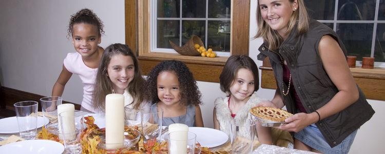 Los niños pueden encargarse de los adornos de Acción de Gracias