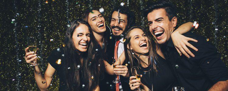 Amigos celebrando Fin de Año