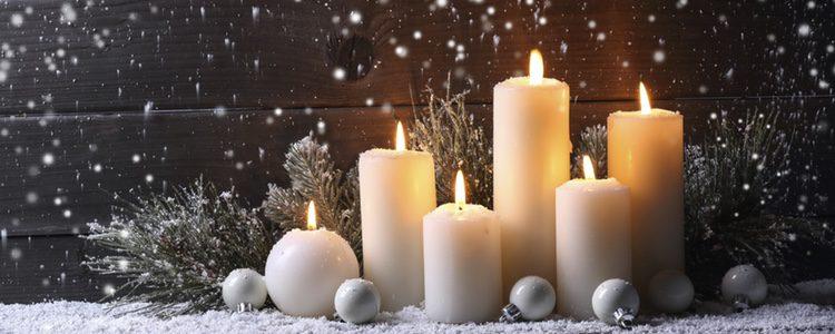 Las velas nunca faltan en la decoración navideña