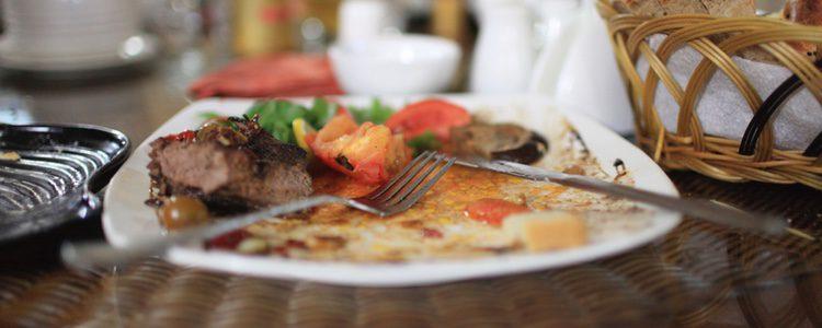 Los alemanes optan por dejar comida en el plato para recibir la buena suerte