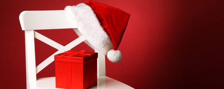 También puedes decorar las patas de tus sillas con motivos navideños