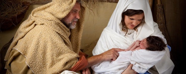 Belén viviente con niño un niño recién nacido