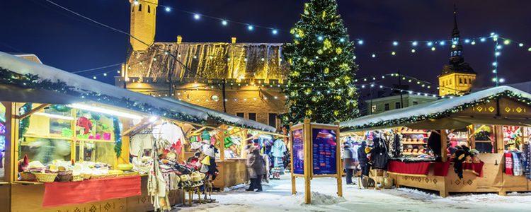 Los mercados navideños están repletos de luces y colores