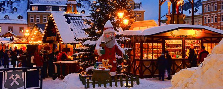 El ambiente familiar es una de las cosas que más caracteriza a estos puestos artesanales navideños