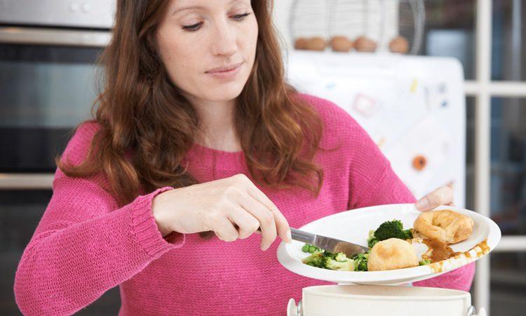 Comer sobras es una forma de ahorrar. No hay necesidad de tirar la comida