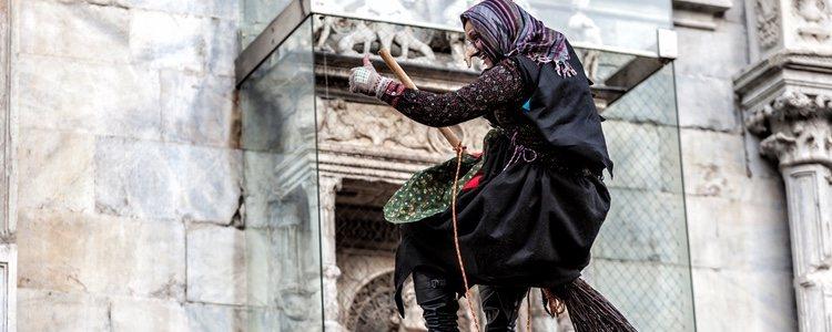 La Befana es una bruja típica de Italia que reparte regalos a los niños