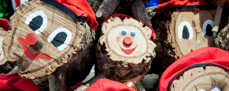 Estos troncos son comunes en las casas catalanas como sustituto de Papá Noel