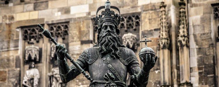 El origen de esta fiesta se remonta al pasado carolingio, cuando Cataluña Vieja dependía del obispado de Narbona, a diferencia del resto de la península