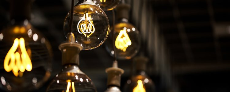 Se pueden reutilizar las bombillas para hacer adornos muy originales