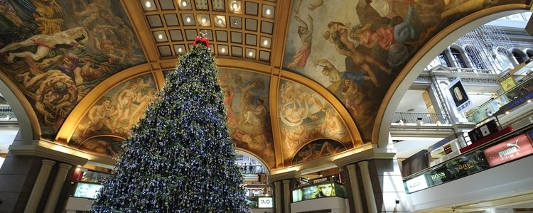 Árbol de Navidad en el centro comercial Galería Pacífico de Buenos Aire