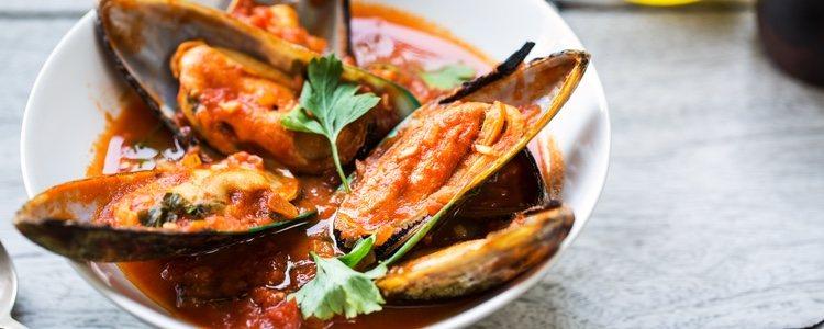 Aprovecha su propio jugo durante la cocción para hacer la salsa de tomate