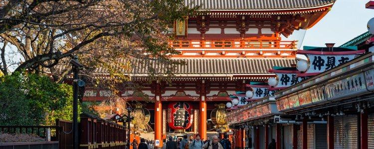 Acudir a templos budistas es una buena manera de celebrar esta festividad