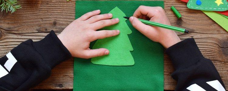Con materiales muy económicos se puede crear un original árbol para las navidades