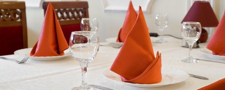 Existen multitud de ideas para decorar la mesa de Navidad con servilletas