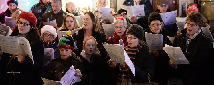 Existen muchos planes gratuitos entre los que están los coros de villancicos