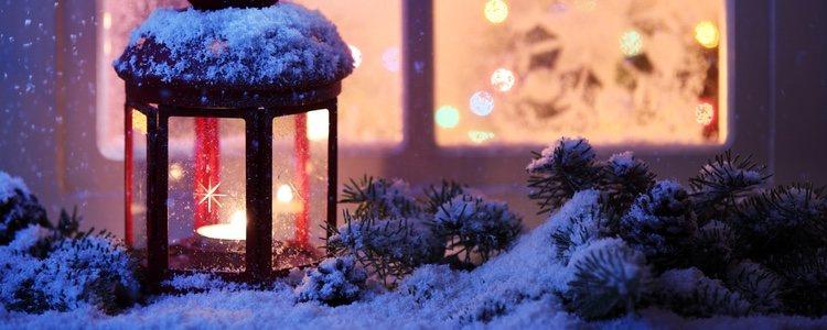 Repartir candeleros por el jardín es un toque diferente y especial