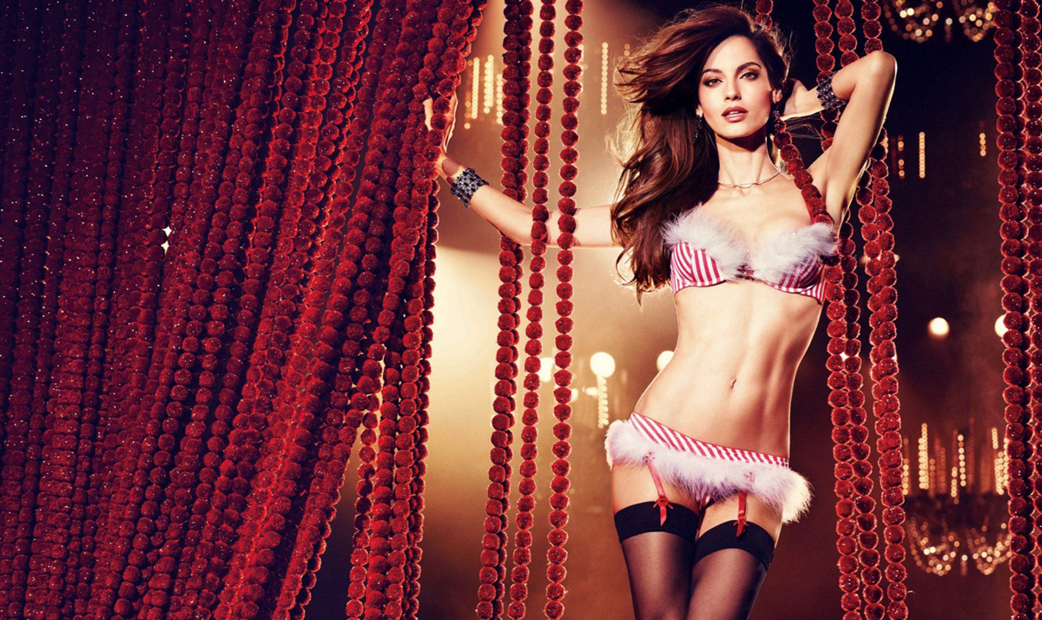 Ariadne Artiles celebra la Navidad 2012 posando muy sexy para Yamamay