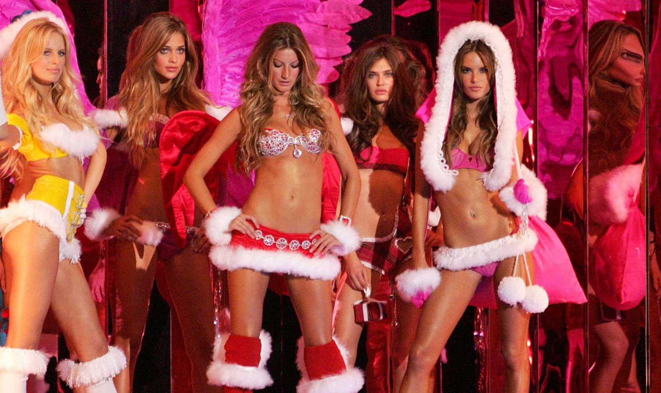 Los ángeles de Victoria's Secret desean feliz Navidad 2012 disfrazadas de Mamá Noel