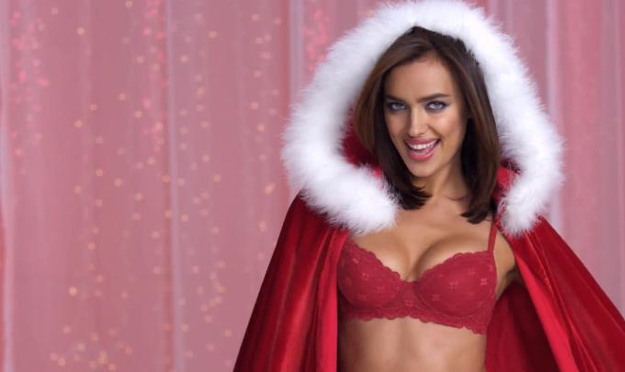 Irina Shayk, la Mamá Noel más sexy de Intimissimi