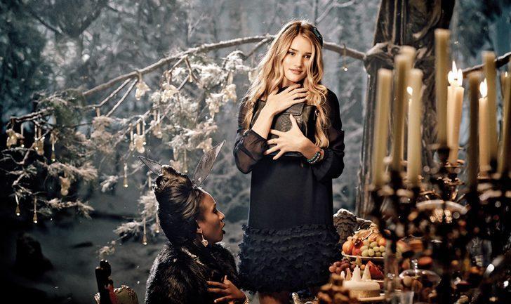 Rosie Huntington-Whiteley y Helena Bonham Carter protagonizan el spot navideño de Marks and Spencer