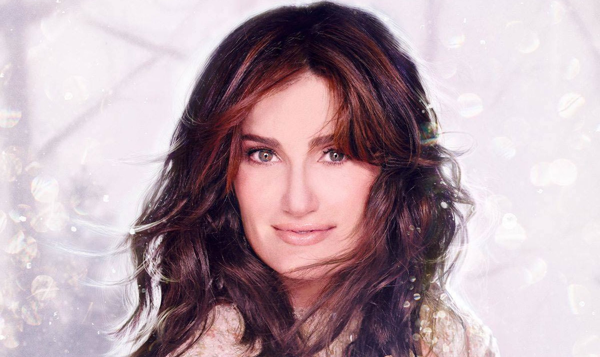 Idina Menzel lanza su primer álbum navideño: 'Holiday wishes'
