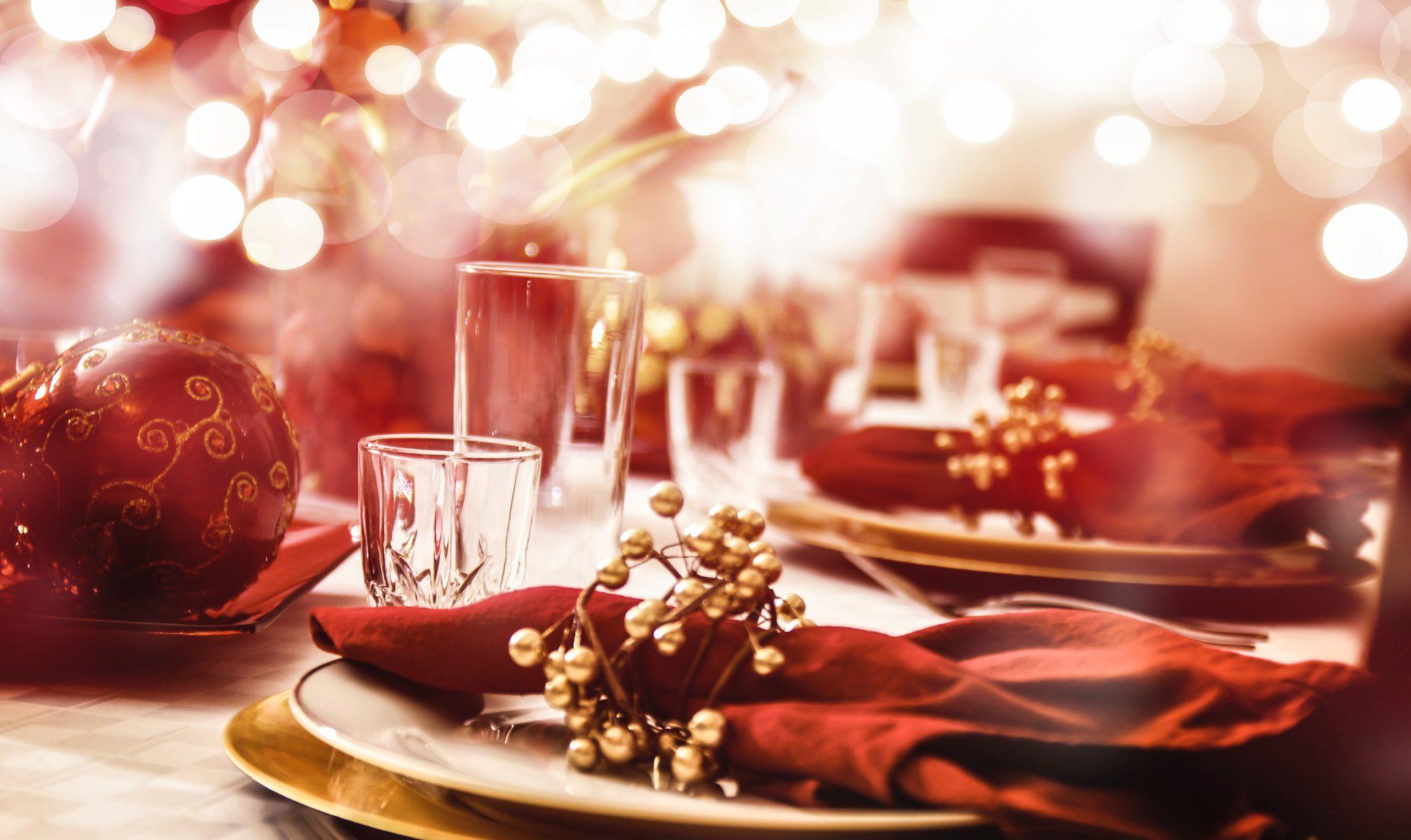Decoración mesas de Navidad: el rojo como protagonista