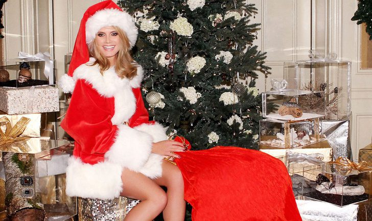 Heidi Klum se viste de Mamá Noel para felicitarnos la Navidad 2011