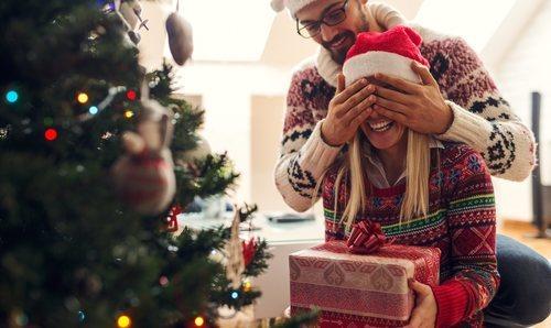 Fotos De Hombres Felicitando La Navidad.Tendencias De Moda Para Navidad 2018 Bekia Navidad