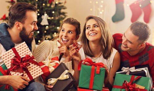 Resultado de imagen de navidad gente comprando