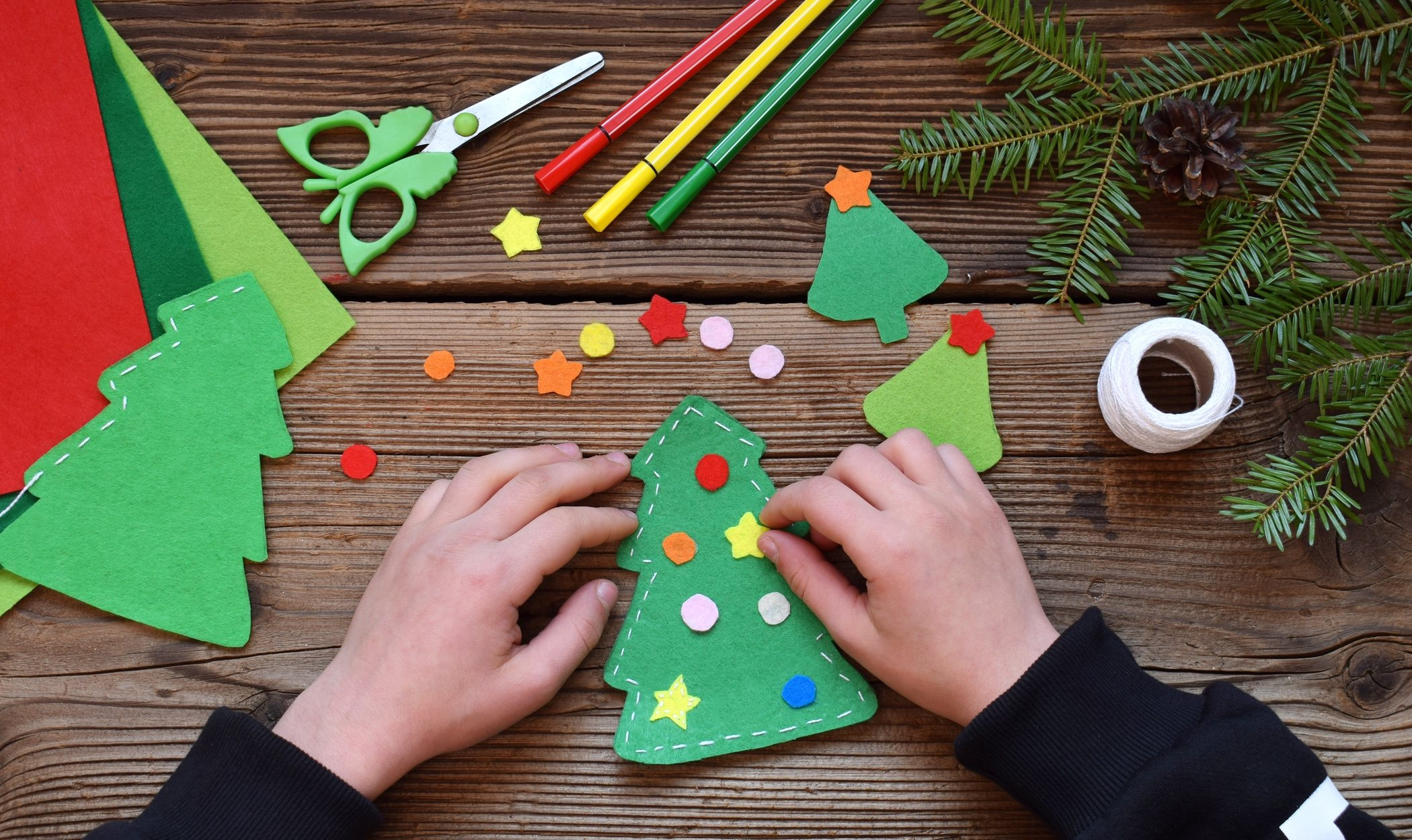Cómo hacer un árbol de Navidad de fieltro