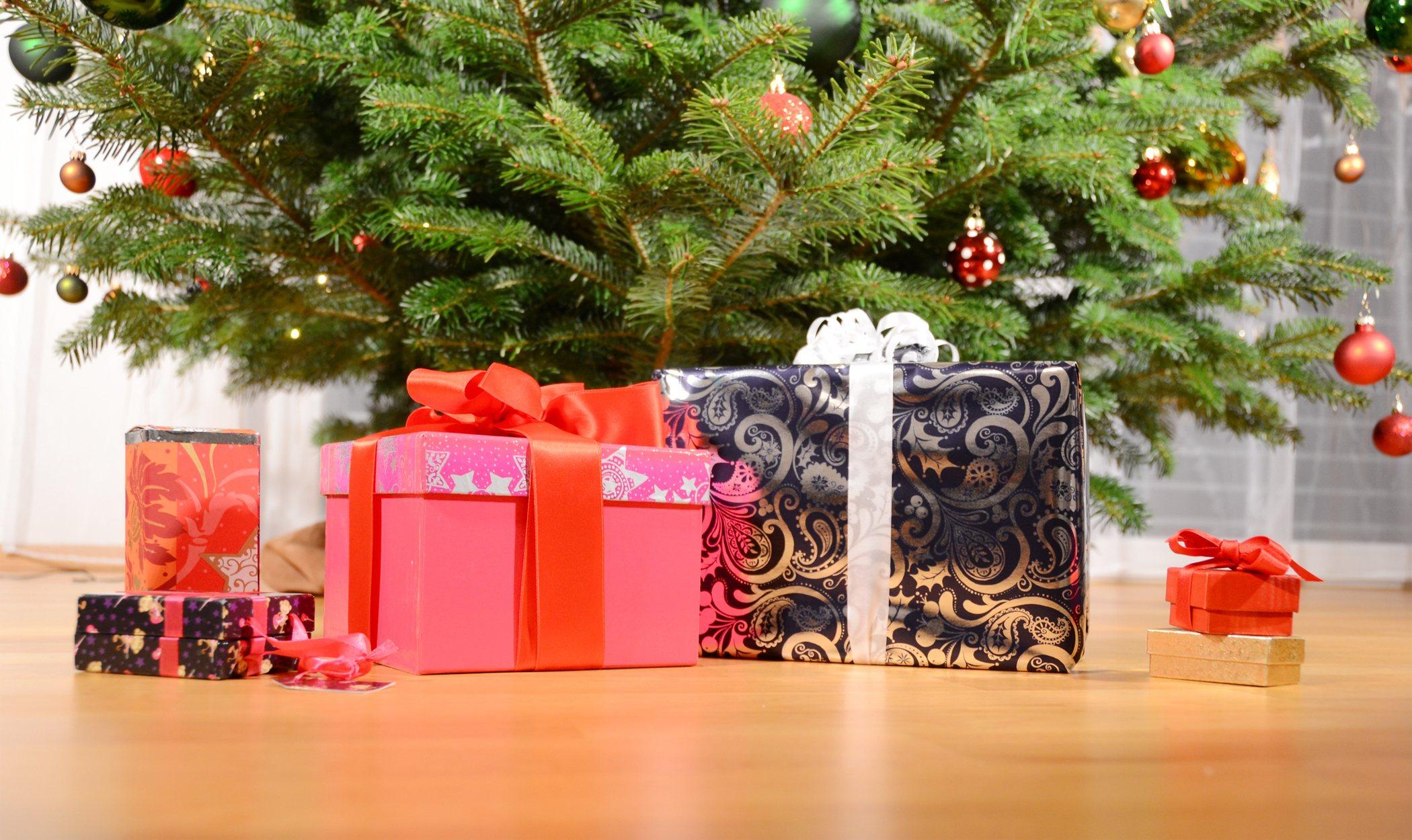 Cómo decorar la base de tu árbol de Navidad