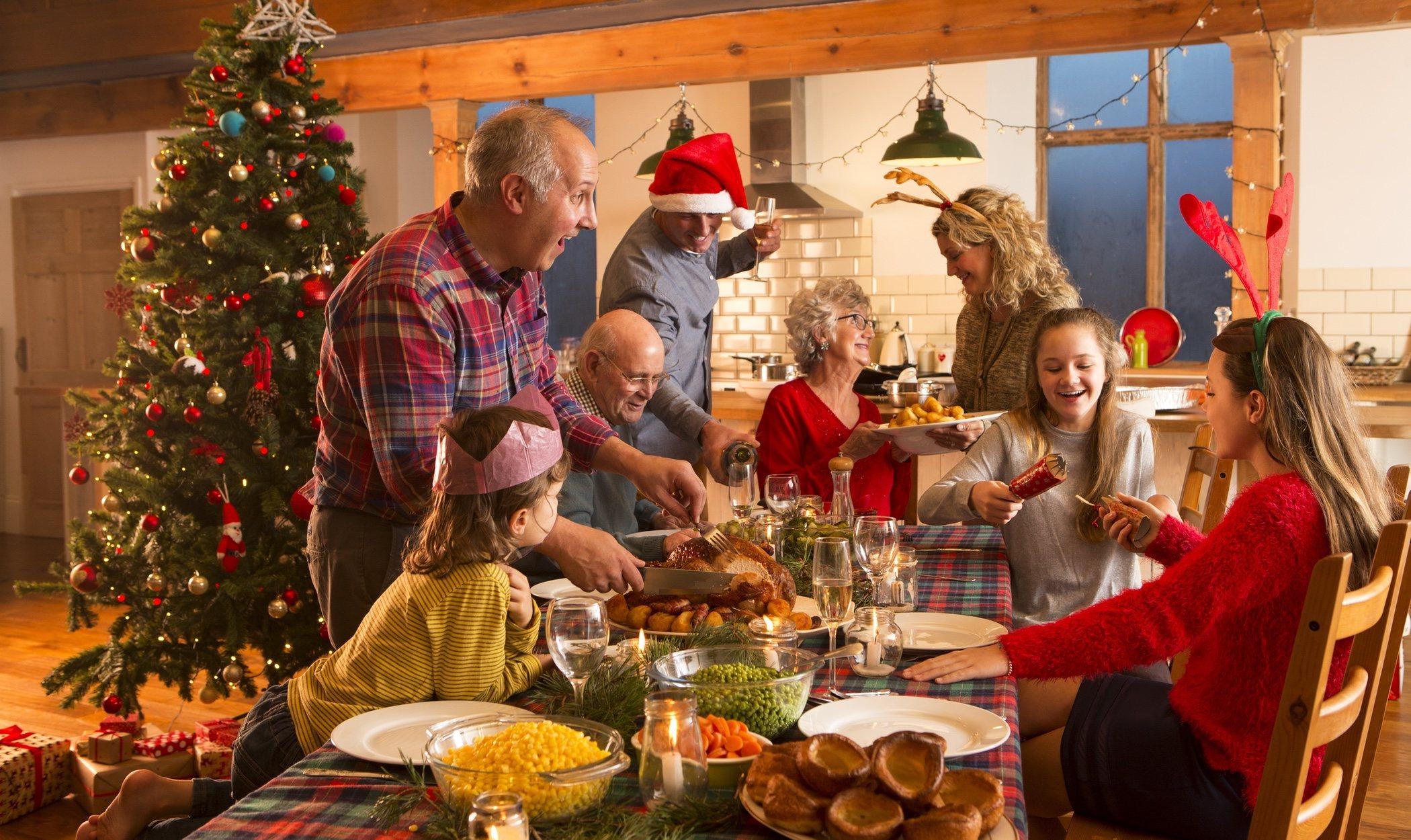 Lanzar zapatos de espaldas y otras tradiciones navideñas alrededor del mundo