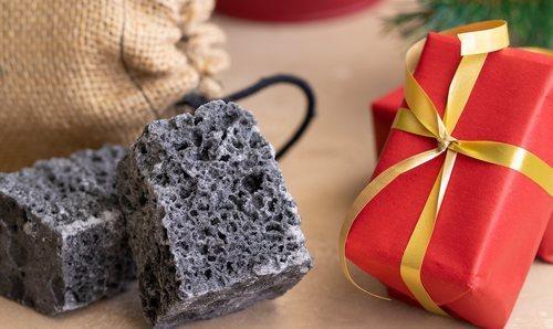¿De dónde viene lo de dejar carbón los Reyes Magos a los niños malos?