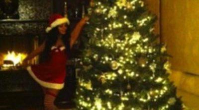 Vanessa Hudgens se apunta a la moda de felicitar la Navidad vestida de Mamá Noel