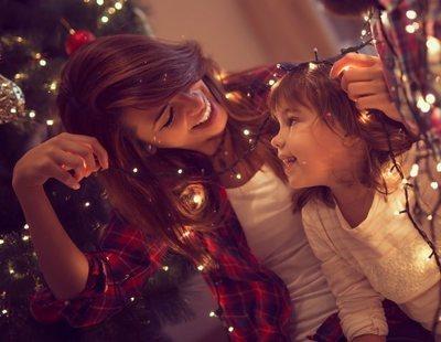 Poner el árbol de Navidad en familia, el mejor plan