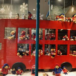 Escaparate navideño con peluches