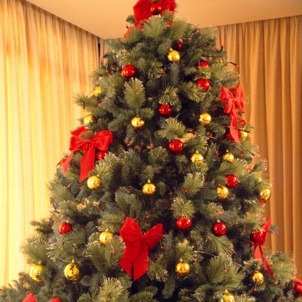 Arbol De Navidad Con Lazos Y Bolas Rojas Y Doradas Arboles De - Decoracion-arboles-de-navidad