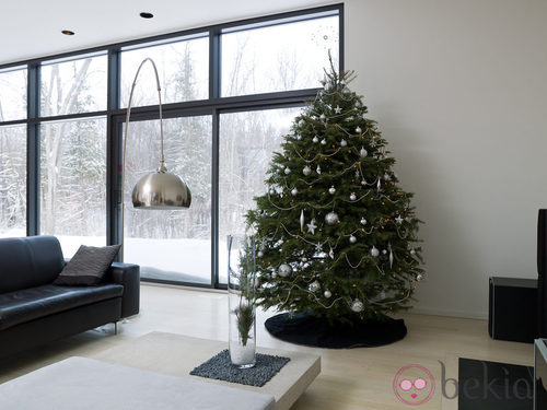 Árbol de Navidad minimalista en tonos plateados