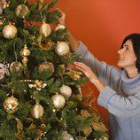Adornos grandes y variados para el árbol de navidad