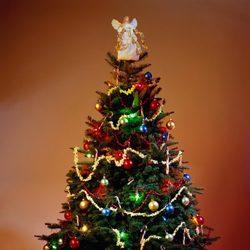 Árbol de Navidad a todo color: los excesos de los adornos