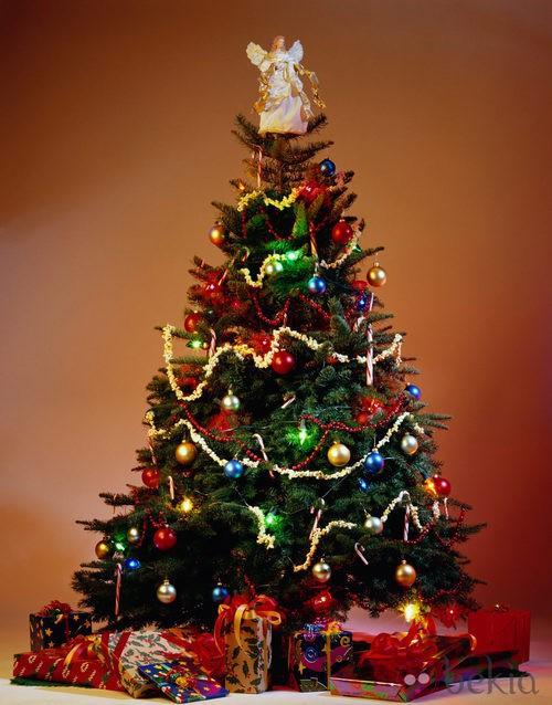 rbol de Navidad a todo color los excesos de los adornos rboles