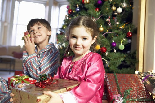 Los pequeños de la casa, impacientes ante los regalos
