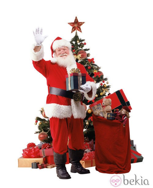 Papá Noel con los regalos junto al árbol de navidad