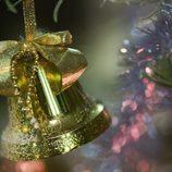 Campana dorada para decorar la casa en navidad