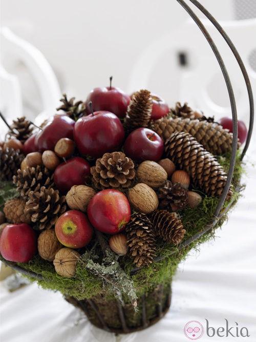 Piñas y frutos variados para decorar la casa en navidad