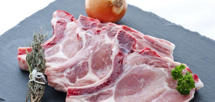 Las chuletillas puedes cocinarse con hueso o quitarlo por comodidad