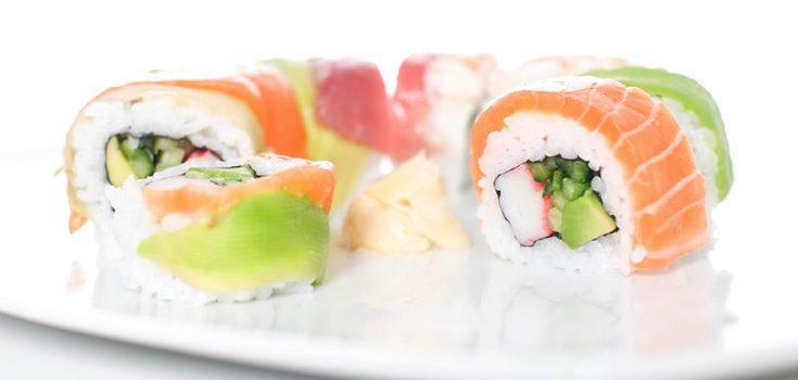 El salmón y el aguacate se puede sustituir por los ingredientes que se quieran