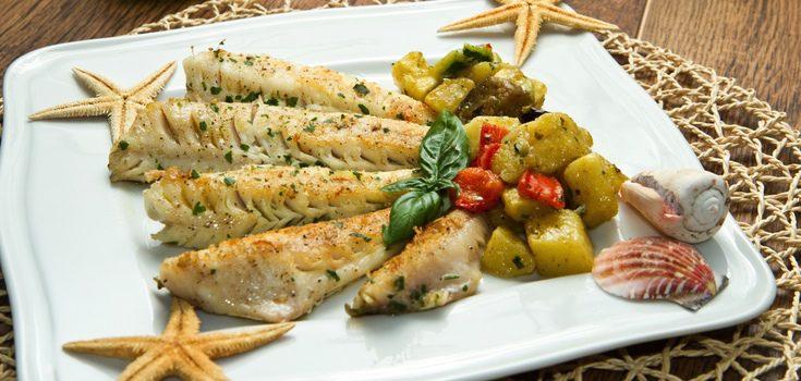 Lomos de merluza con patatas y pimientos