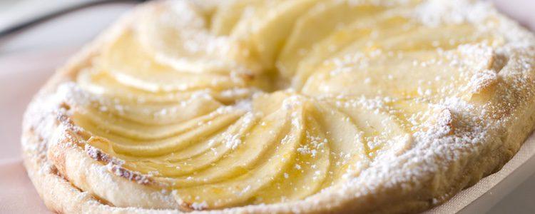 Espolvorea azúcar por encima del pastel antes de hornear