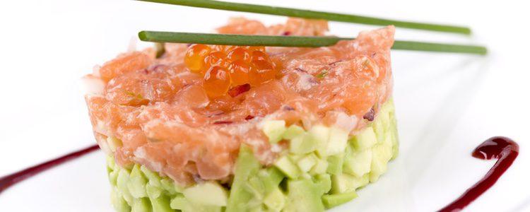 Con las sobras se puede hacer un tartar de salmón y aguacate